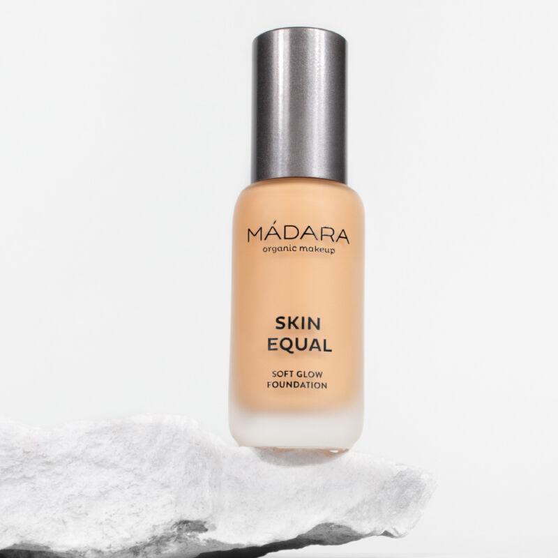 Mádara Skin Equal Soft Glow Folyékony alapozó - Sand #40 (30 ml)